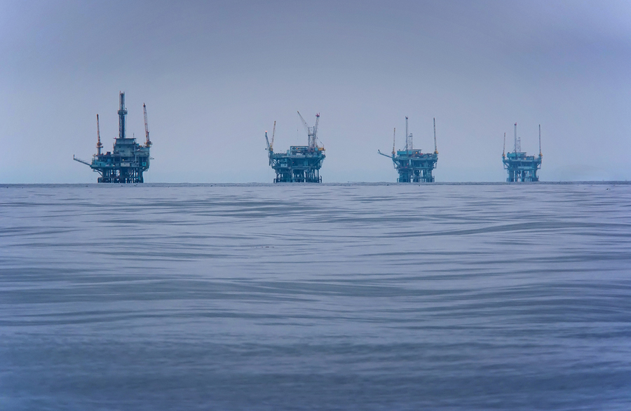 Oil and gas reserves in the Arctic Ocean would not reach market for at least 15 years, according to oil executives.