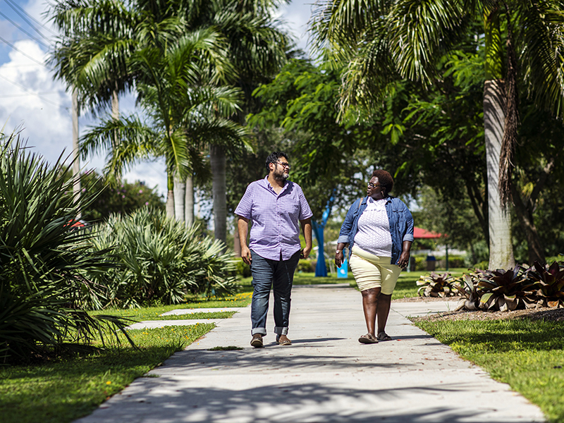 Crystal Johnson walks with Earthjustice Senior Legislative Representative Luis Torres in Fort Myers.