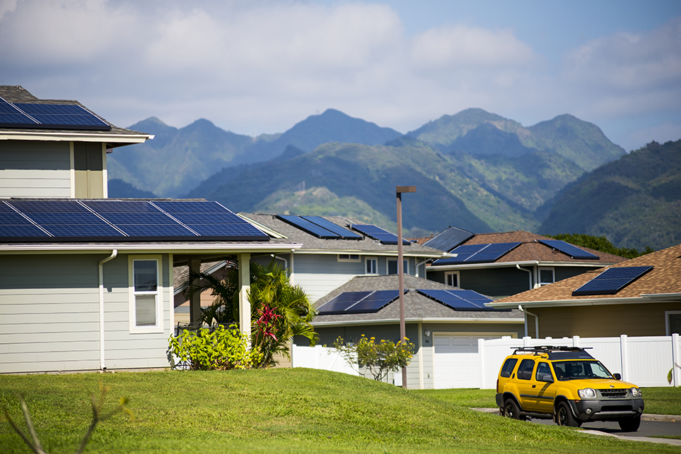 >Homes outfitted with solar panels in the Salt Lake neighborhood of Honolulu, Hawaii.