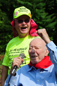 Larry Gibson, with Ken Hechler in the Blair Mountain march and rally in 2011.
