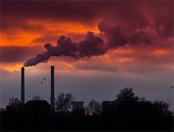 Coal-fired power plants are major producers of carbon pollution. (Calin Tatu / Shutterstock)
