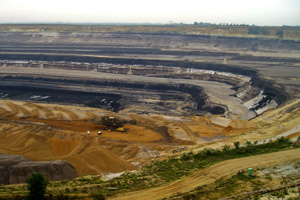 A lignite coal mine. (Photo: Ekem / Wikimedia)