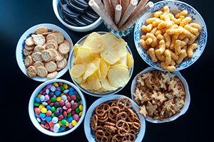 Servings of different processed food. (Carotur / Getty Images)