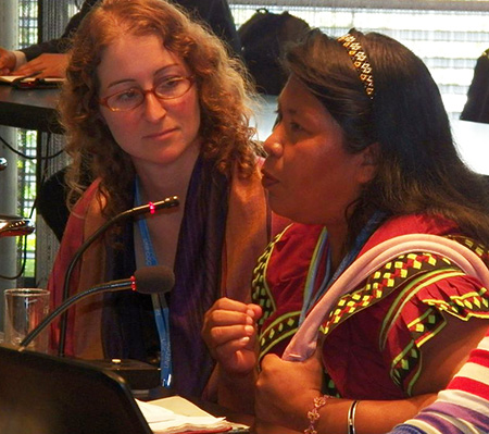Earthjustice attorney Abby Rubinson (left) listens as Weni Bagama of the Movimiento 10 de Abril describes how the Barro Blanco dam project will harm indigenous communities. (Oscar Sogandares)