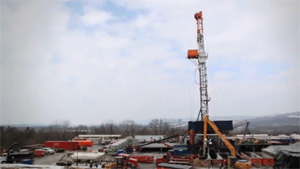 Fracking rig. (Chris Jordan-Bloch / Earthjustice)