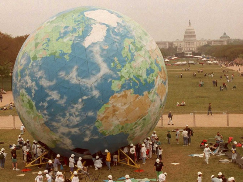 More than 1,200 students assembled a five-story globe on the National Mall in Washington D.C., to mark the 25th anniversary of Earth Day in 1995.