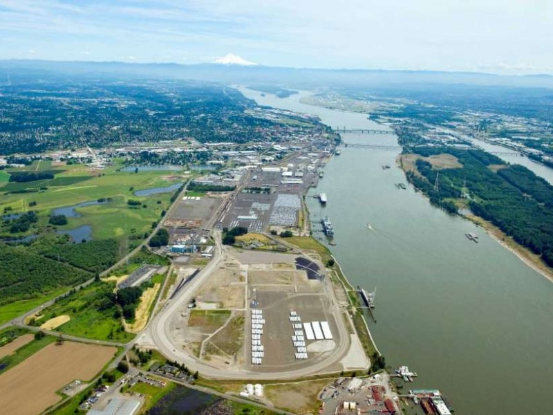 Earthjustice is working to stop Tesoro-Savage, a crude oil shipping terminal proposed for the banks of the Columbia River in Vancouver, Washington.