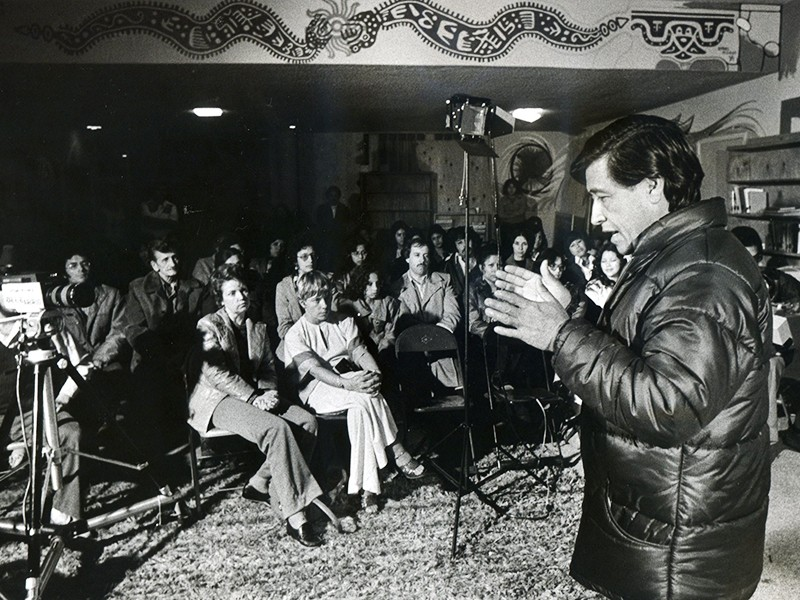 Cesar Chavez lecturing at Colegio Cesar Chavez in 1977.