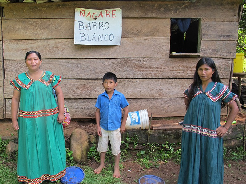 Weni Bagama and two of her children, whom the Barro Blanco dam will force from their land.