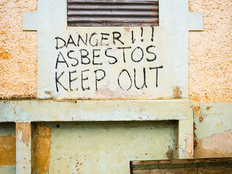 A sign warning of the presence of asbestos.