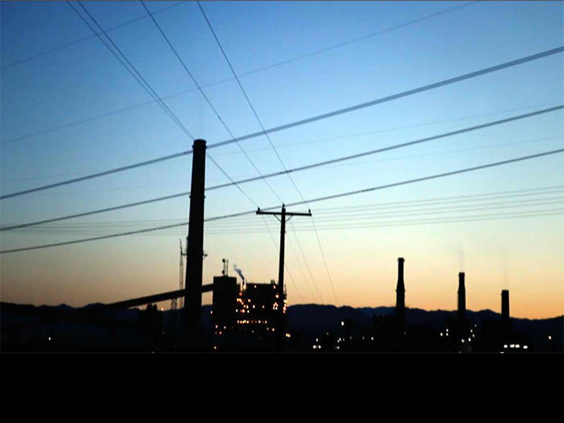 The Reid Gardner coal-fired power plant is located just a couple hundred yards from the homes of Moapa Paiute families.