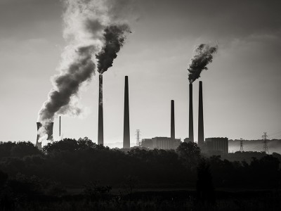 A coal-fired power plant on the Ohio River.