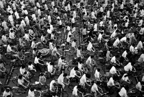Photo of bicyclists in China. (Dimsum.co.uk)