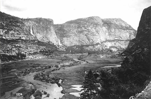 Photo of Hetch Hetchy taken in the early 1900s, before the valley was flooded